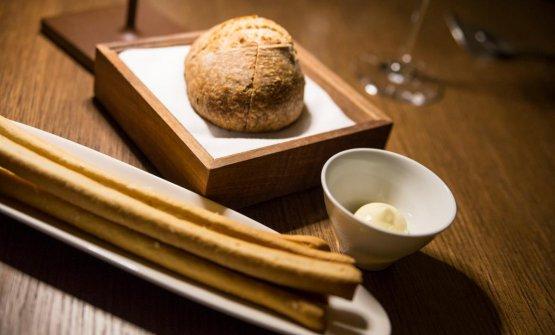 Pane semi-integrale a lievitazione naturale, grissini e burro d'alpeggio salato