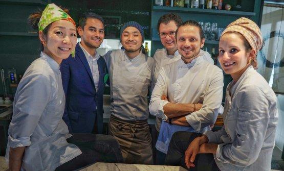 Fabrizio Marino (secondo da destra) e lo staff del Maggese (foto Luca Managlia)