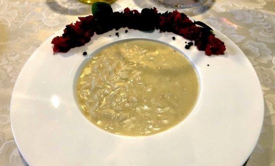 Carnaroli al taleggio con tartare di manzo e polvere di olive