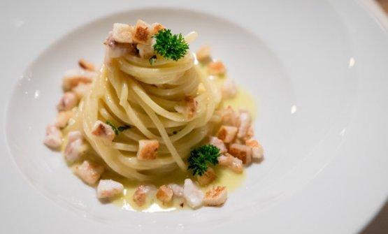 Spaghetto, la sogliola e la ricotta: spaghettoni mantecati con ricotta dolce, sogliola arrostita e gratinatura al burro