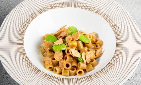 La Favò, ditalini di farro Monograno Felicetti mantecati alla fontina, fave, pane nero e olio di santoreggia.Radici contadine, saporiregali