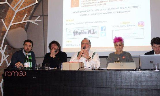 L'assemblea degli Ambasciatori del Gusto: da sinistra Gianluca De Cristofaro, Cesare Battisti, Paolo Marchi, Cristina Bowerman