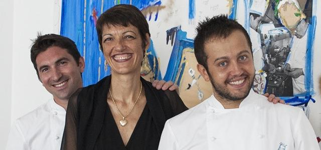 Stefania Moroni, daughter of Aimo and Nadia, with the two chefs form Il Luogo: Fabio Pisani and Alessandro Negrini, right (photo by Brambilla / Serrani)