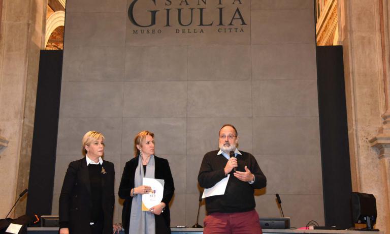 Paolo Marchi a Santa Giulia con il vicesindaco di Brescia,Laura Castelletti, e Roberta Garibaldi, direttrice scientifica del progetto East Lombardy