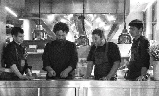 Secondo da sinistra, Pier Giorgio Parini