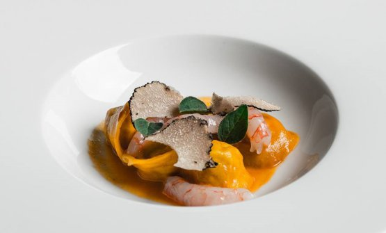 Tortelli di coniglio, gambero e tartufo estivo