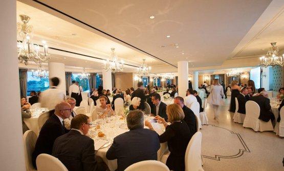 Una sala strapiena per la cena dedicata dai fratelli Cerea al progetto Re.Me.Diet