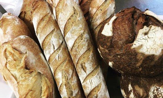 Molta cura è riservata alla produzione di pane maison con lievito madre, Annunziata ha studiato da Gabriele Bonci