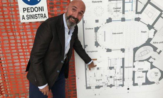 Andrea Ribaldone a giugno mentre mostra la cartina delprogetto