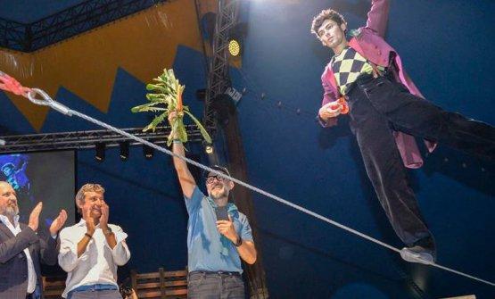 La celebrazione circense di Massimo Bottura ad Al Mèni (foto Simona Caselli)