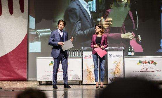 Massimo Di Cintio sul palco con la giornalista Agnese Testadiferro