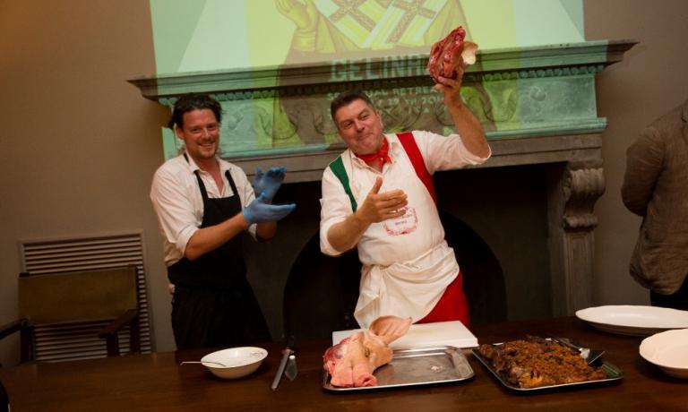 Il fiammingo Kobe Desramaults con il macellaio toscano Dario Cecchini