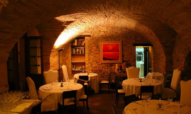 Gli archi a volta del ristorante La Degusteria del Gigantedi Sigismondo Gaetani, via degli Anelli 19,San Benedetto del Tronto (Ascoli Piceno), +39.0735.588644