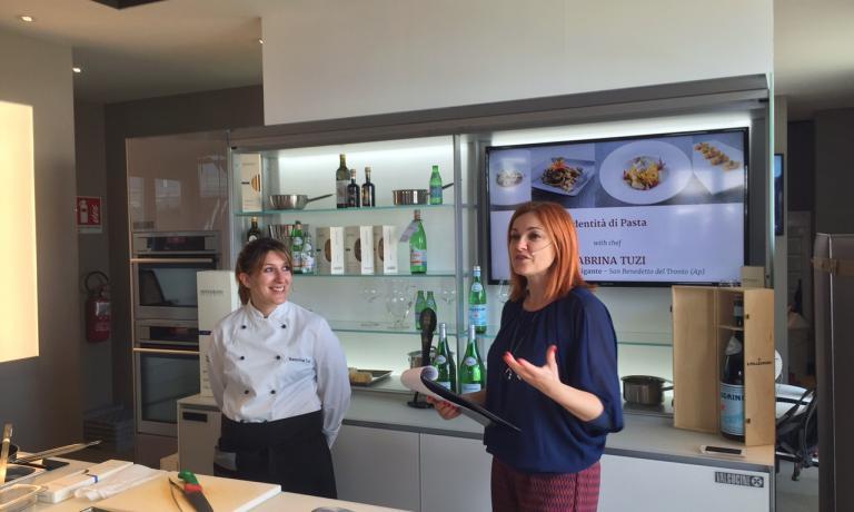 Sabrina Tuzi a Identità Expo insieme a Eleonora Cozzella