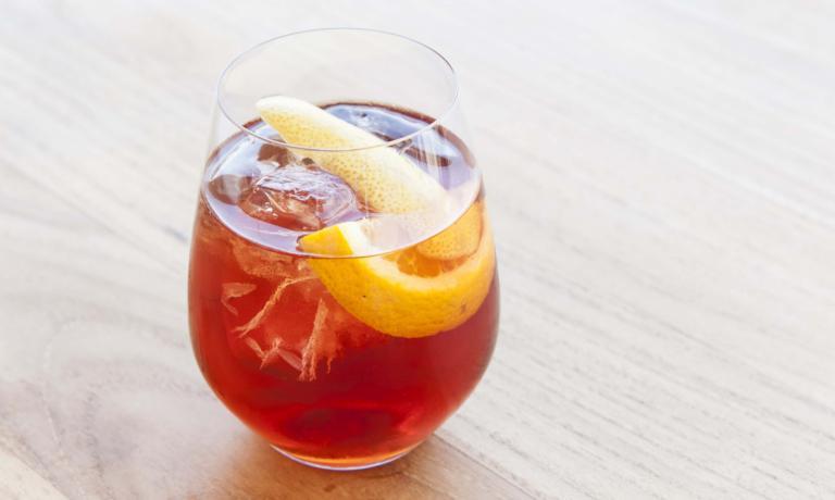 Americano:3 cl di Vermouth Rosso,3 cl di Bitter Campari,acqua di soda