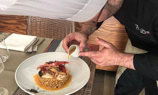 Lo chef Vito Poma all'opera
