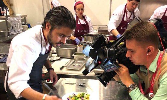 Matteo Baronetto,chef del Cambio di Torino, sotto le telecamere russe in occasionedell'International Economic Forum di San Pietroburgo, 24-26 maggio scorso