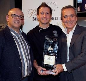 Claudio Sadler e Alfredo Pratolongo premiano Christian Milone della Gastronavicella della Trattoria Zappatoria Pinerolo (Torino), vincitore dell'edizione 2012