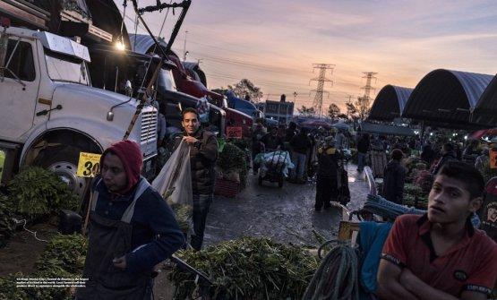 Il mercato Central de Abastos a Mexico City, nello scatto di Per-AndersJörgensen (reportage di Nicholas Gill)