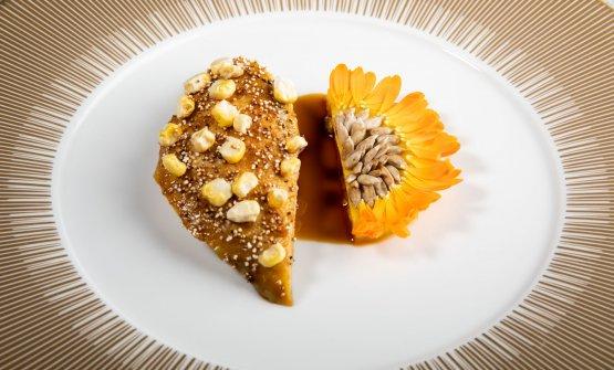 Faraona di Moncucco al fieno, royale di mais, semi di girasole e calendula. Cottura perfetta eincastro di calibrata grassezza e freschezza tra le due metà