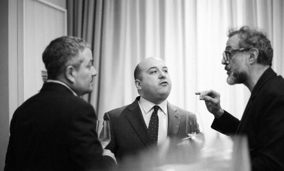 Al centro tra Marco Reitano e Massimo Bottura, Ale