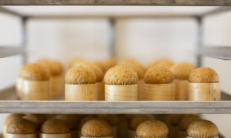 Panino-muffin preparato con Petra 9, ripieno di carote, salsa di fragole e peperone