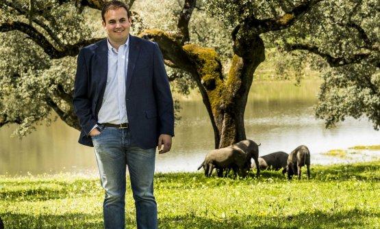 José Gomez fotografato nella dehesa dove vivono i maiali Joselito