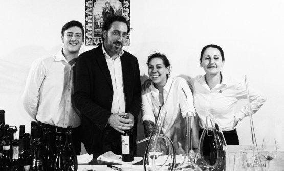 Luca e Martina Caruso traMassimiliano GasparroeJada Parisi, che fanno parte dello staff di sala