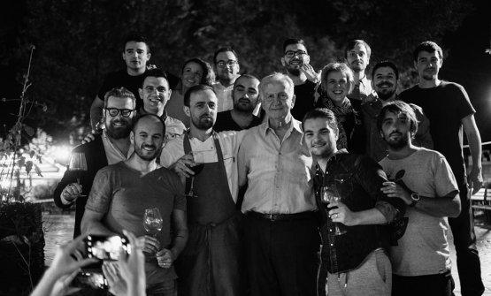 Alcuni dei protagonisti diRrno për me gatue, rassegna di cuochi e cucina che ha inteso ridefinire le radici della cucina albanese (foto facebook)