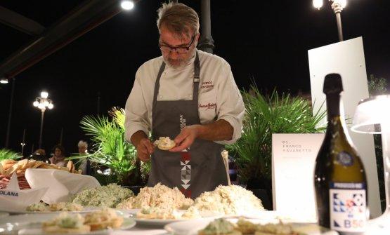 Franco Favaretto mentre prepara...