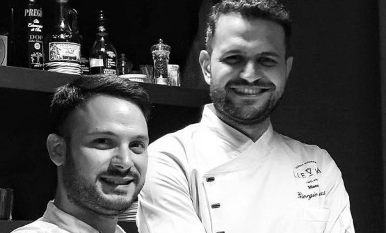 Nicola Bandi e Giorgio Caruso: hanno incrociato le loro arti (chef il primo, pizzaiolo il secondo) e le loro origini (Sicilia e Campania), a Milano