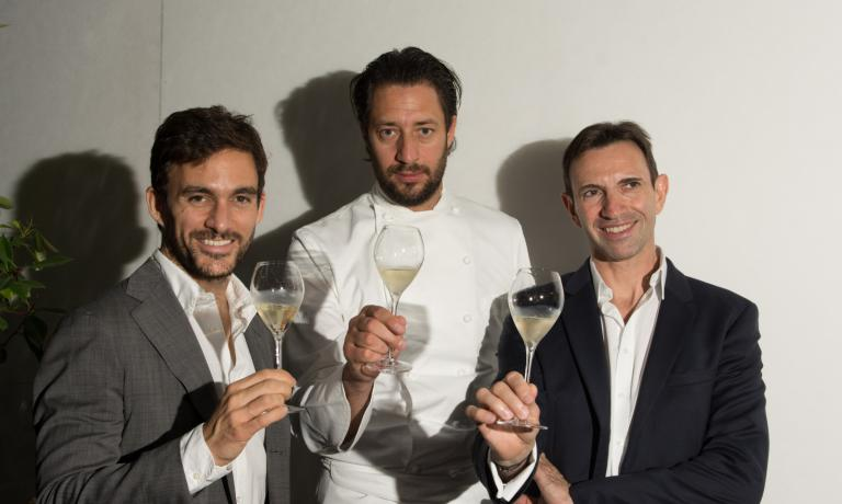 Da sinistra a destra: Riccardo Caliceti (brand manager Ruinart), Luigi Taglienti e lo Chef de Cave Frédéric Panaïotis