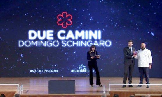 Domingo Schingaro premiato sul palco di Parma. È chef da due anni al Borgo Egnazia, in Puglia, resort con sei ristoranti dei quali ora uno stellato, il Due Camini