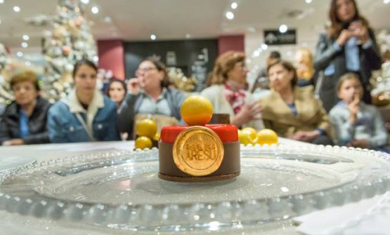 Il dolce di Gianluca Aresu: Bavarese al pistacchio, con cuore di lampone e glassa al cioccolato bianco