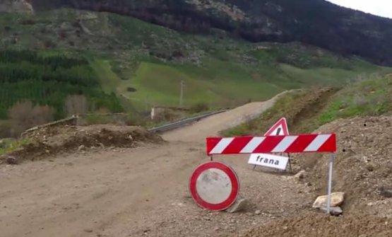 La strada franata, in una foto dello stesso governatore siciliano Nello Musumeci