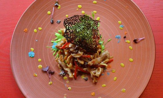 IlMaiale agropiccantedel Bon Wei: straccetti di lonza di maiale saltati con peperoni rossi, funghi mu-ehr e bambù