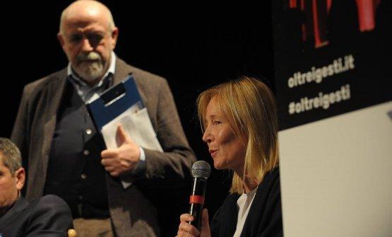 Mariella Organi sul palco con il moderatore della giornata Luigi Franchi