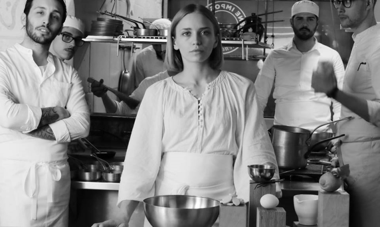 La foto con cui Isabella Potì ha annunciato poche settimane fa il suo nuovo ruolo di head chef di Bros. Il compagno Floriano Pellegrino resterà nellacabina di regia del ristorante, dedicandosi però anche a progetti parlalleli
