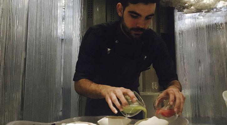 Oliver Peña,executive di Enigma:cucina di fronte al commensale