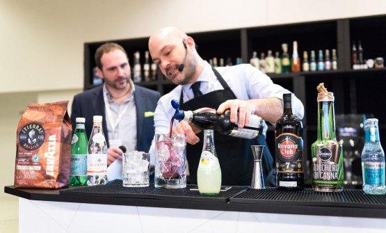 Il Coffeetail di LavazzaconFabio Sipione, promossa da Lavazza. Con lui Davide Visiello, che ha presentat il primo giorno di Identità Cocktail