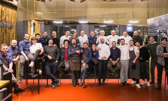 La squadra che ha cucinato all'Osteria di Birra del Borgo, in occasione delprimo appuntamento di Chef Bizzarri. Ospite, Niko Romito