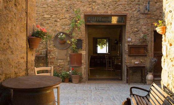 L'ingresso della Pergola, trattoria-pizzeria