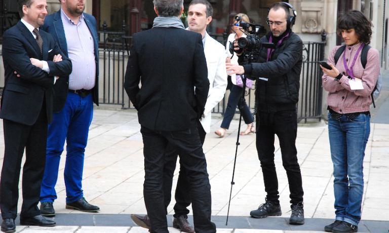 Massimo Bottura intervistato a Londra la sera del 1° giugno dal giornalista Ryan King. Un'ora dopo il modenese saprà che la sua Osteria Francescana è stata votata secondo ristorante al mondo da un panel globale di 972 esperti