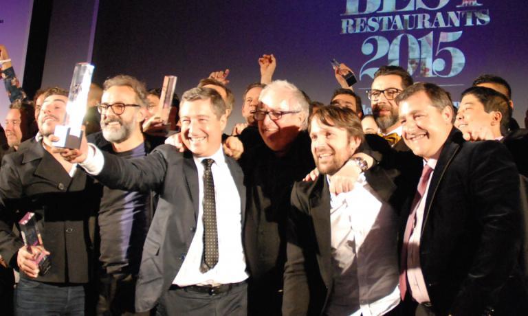 Foto ricordo a Londra al termine della serata dedicata all'edizione 2015 dei World's 50 Best Restaurants. Da sinistra verso destra: Jordi Roca (primo assoluto come nel 2013 assieme ai due fratteli), Massimo Bottura (secondo, mai uno chef italiano si � spinto cos� in alto), Joan Roca, Juan Mari Arzak (monumento della cucina spagnola), Ren� Redzepi (terzo) e Joan Roca. Con il 2016 si cambia: la cerimonia si sposta, cambiando sponda dell'Atlantico, da Londra a New York