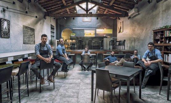 Lo staff del ristorante Essenziale, lo chef è il primo a sinistra