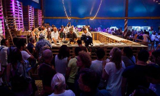 In una foto di repertorio, gli chef al lavoro nel Circo di Al Mèni