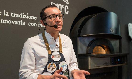 Tra i più noti pizzaioli presenti sullo stand a Sigep anche Gino Sorbillo che ha cotto le sue speciali pizze su Neapolis