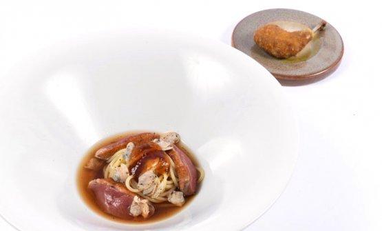 Ramen di piccione, vongole e agrumi accompagnato da coscia panata e fritta glassata al miele e soia