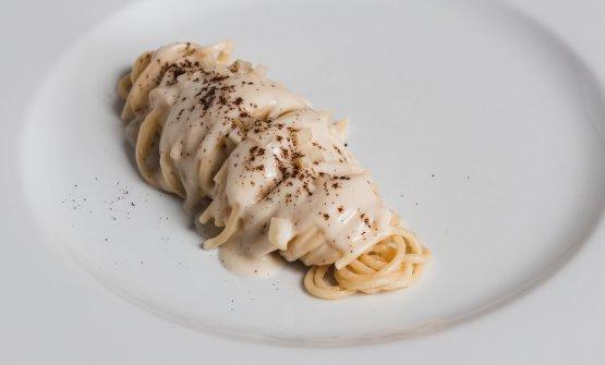 Spaghetti Mancini, cacio e pepe, sedano rapa e caffè