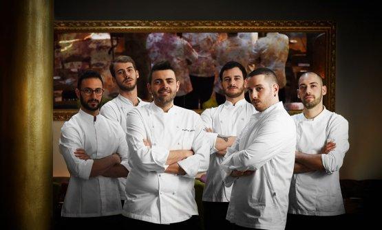 La brigata di cucina del neonatoGiulia Restauran